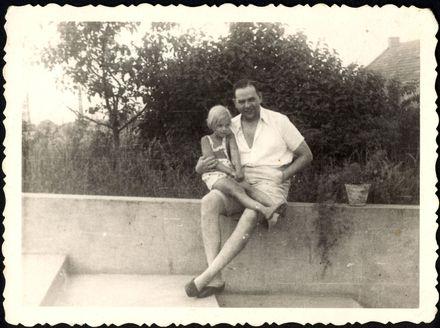 Plaszow, Poland, Camp commander Amon Leopold Goeth with his daughter, 1943.