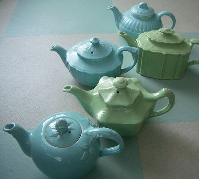 Hall Teapots -- I have an unmarked teapot that looks just like the blue one in the middle.
