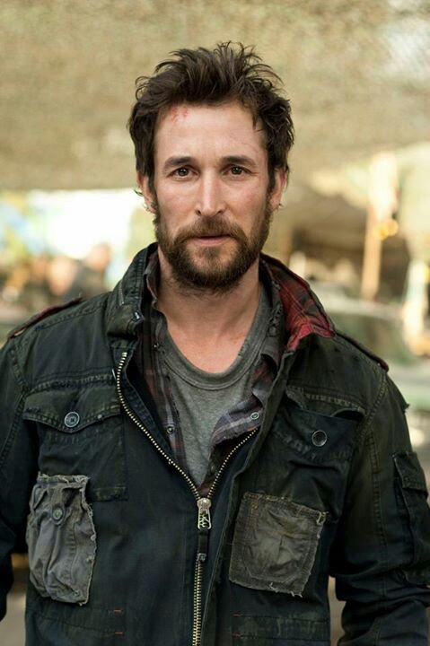"Noah Wyle portrays the character of Tom Mason in the tv show ""Falling Skies""......"