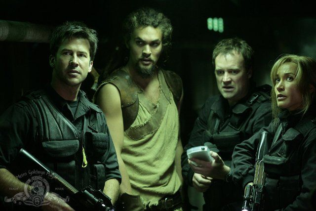 Still of Joe Flanigan, David Hewlett, Rachel Luttrell and Jason Momoa in Stargate: Atlantis