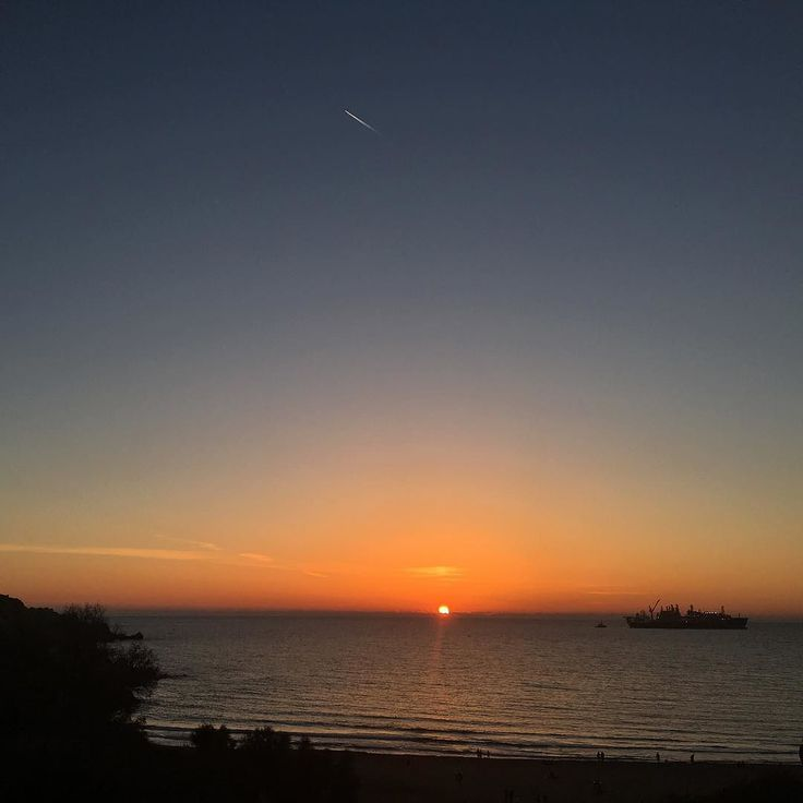 I realize that every sunset marks the end of a day but it also means the beginning of a new night. #sunset #malta #goldenbay #sol #sun #sea #salts #share #ťhoughtoftheday #mediterranean #thesearch