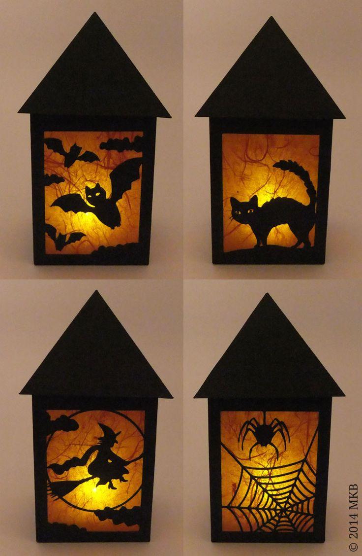"""Passend zu meinem großen Tür- bzw. Fensterbild habe ich nun auch noch eine kleine Halloween-Laterne entworfen, hier ein Bild von allen vier Seiten: Da die Laterne einen """"Deckel"""" hat, kann man sie nur mit einer LED-Kerze betreiben (da sich ansonsten die Hitze stauen und Brandgefahr bestehen würde), aber auch diese elektrischen Kerzen machen heute schon …"""