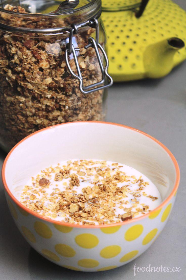Domácí granola, jednoduchý univerzální recept na snídaňovou směs z vloček