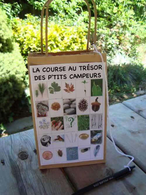 Une super activité de camping pour les enfants est d'organiser une chasse au trésor.