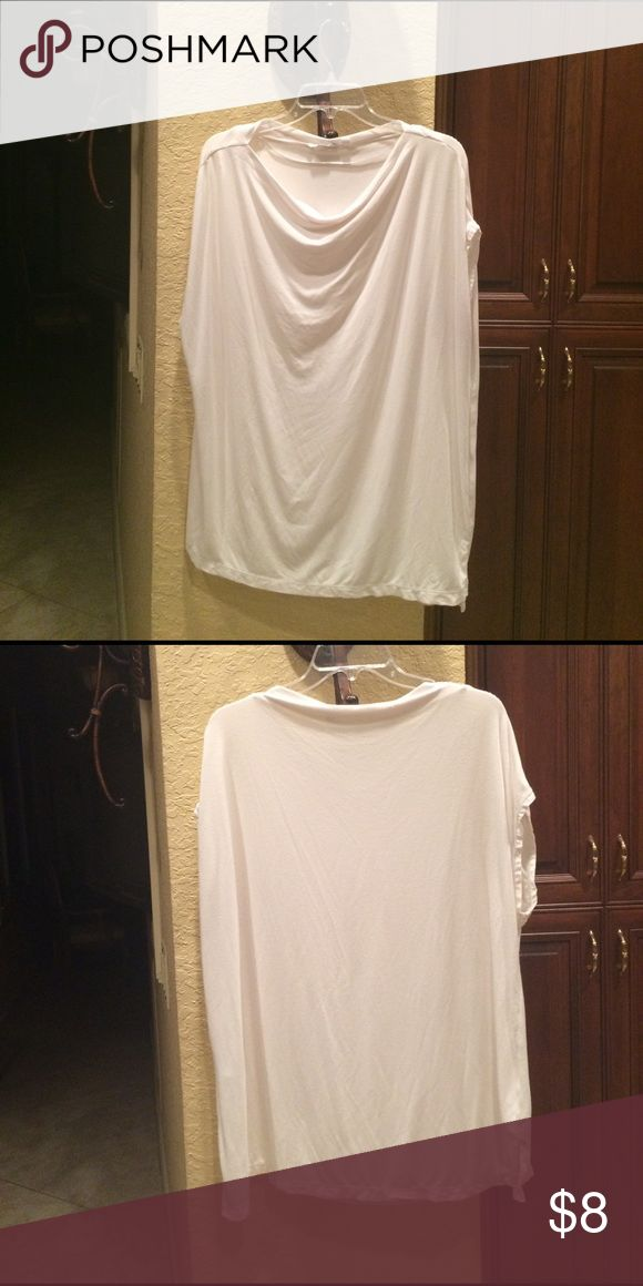 "Plain easy go to white top!!!  Stretchy, soft top Super comfortable and flattering. 29"" in length and 24"" stretched wide. Smoke and pet free home 🏡. Uniqlo Tops Blouses"