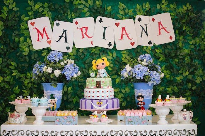 Super Fiesta Alicia en el país de las Maravillas http://www.karaspartyideas.com/2014/05/alice-wonderland-birthday-party.html