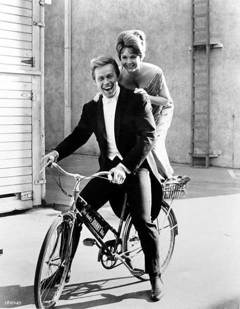 """DEBBIE REYNOLDS AND HARVE PRESNELL GOOFING AROUND DURING THE MAKING OF THE MGM MUSICAL """"THE UNSINKABLE MOLLY BROWN"""" (1964)"""