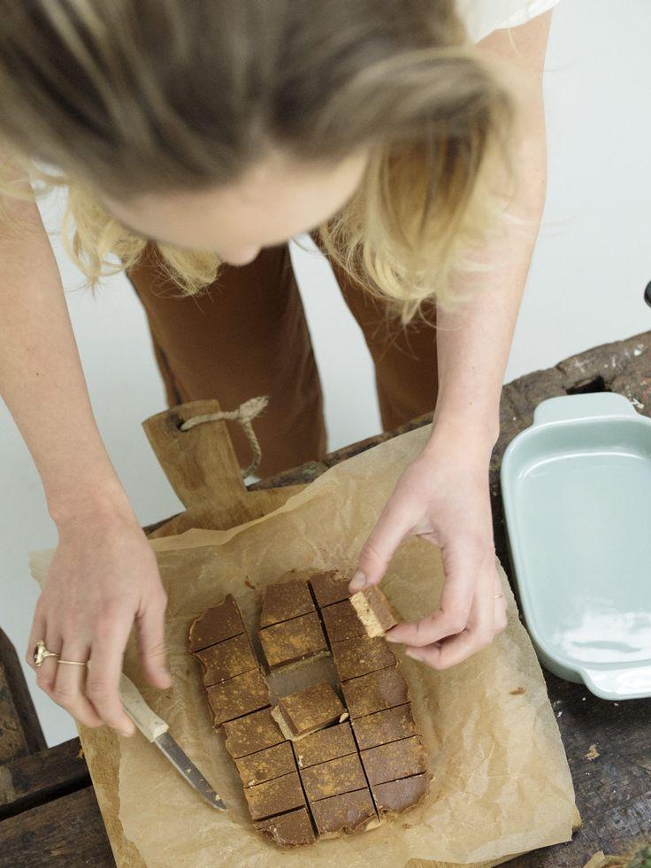 Voor degene die het nog niet weten: ik ben een mega fan van homemade pindakaas. En je kan er net als notenpasta zoveel lekkere en easy receptjes mee maken. Zoals deze…. Speciaal gemaakt voor de #peanutbutterloversday van drie dagen geleden. Echt dit receptje ga ik for sure nog heel vaak maken!