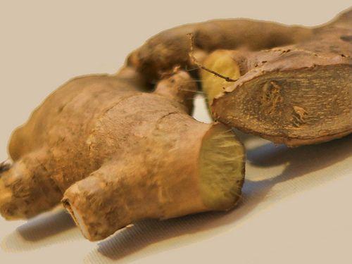 Le gingembre contient du magnésium, qui est essentiel pour contrôler la maladie thyroïdienne. (Photo : Greatist / Flickr.com)