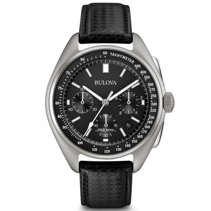 Wyjątkowy zegarek męski BULOVA 96B251 to reedycja modelu Chronograph, który służył astronaucie Dave'owi Scottowi podczas misji Apollo 15. Załoga Apollo 15 wylądowała na księżycu w 1971 roku jako czwarta w historii. Pierwotny model służył astronaucie przez cały pobyt na księżycu, a w 2015 roku został zlicytowany w USA za 1,3 miliona dolarów. Chcąc uczcić pamiętny model, Bulova wydała specjalą edycję Moon Watch, którego design opiera się na pierwowzorze. #bulova #timetrend #moonwatch