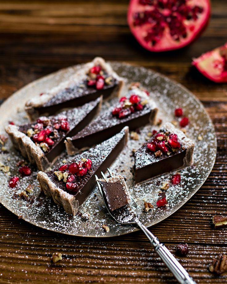 FRENCH SILK PIE // Der lautmalerische Name zergeht fast so zart auf der Zunge wie die dunkle Kokos-Schoko-Creme-Füllung. Mit leichten Abwandlungen haben wir eine 100% vegane und unglaublich köstliche Torte fabriziert.