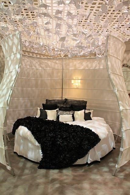Beautiful! Really loving this round beds!