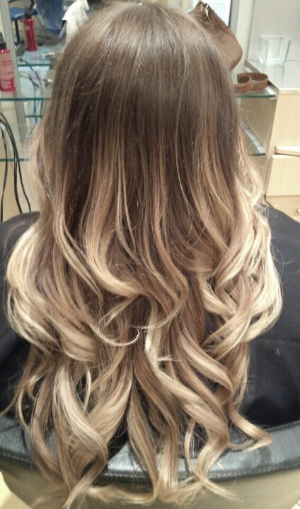 light blonde ombre summer time hair and make up in 2018