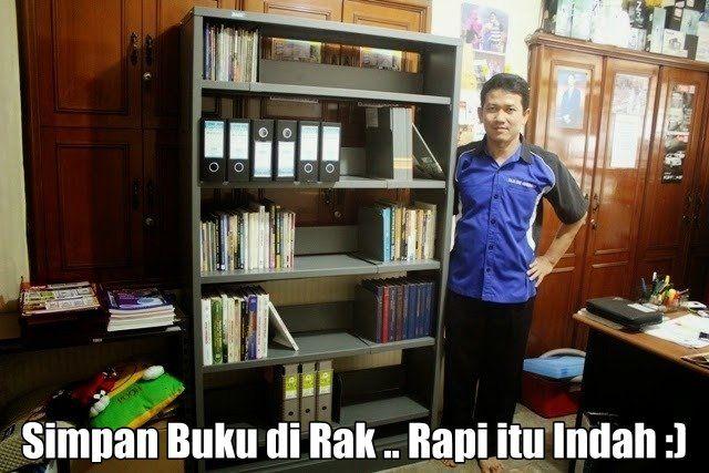 Simpan Buku di Rak ... Rapi itu Indah :) http://www.rajarak.co.id/2014/12/rak-buku-perpustakaan-rak-toko-buku.html