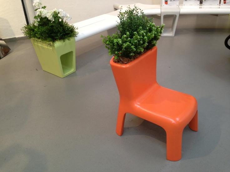 Plantenbak-bloemenpot-stoel... Handig bij ruimtegebrek!