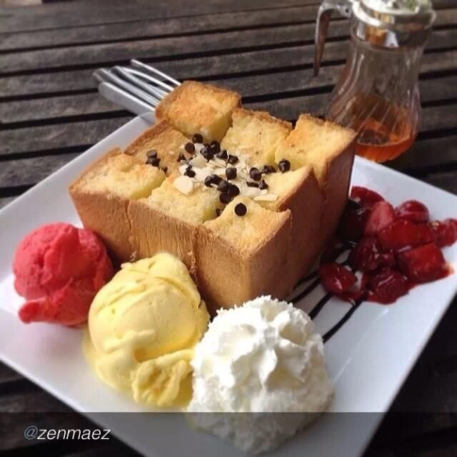 Honey Toast @ 8TTC Cafe