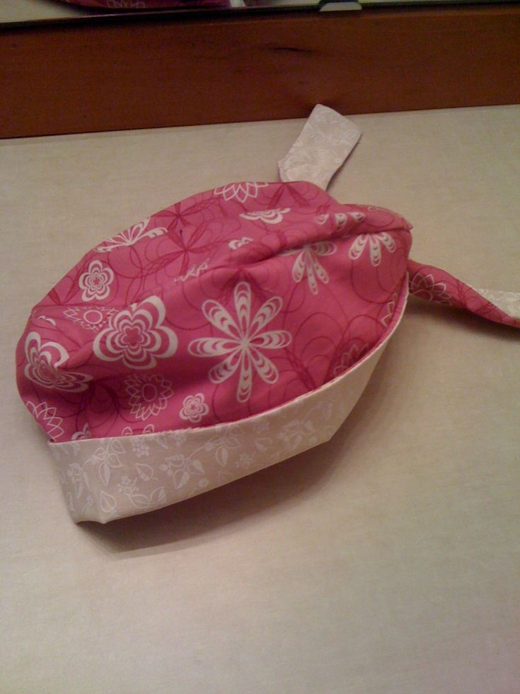 A step by step guide (with pictures) for sewing a super cute surgical cap. Also a great chemo head covering!