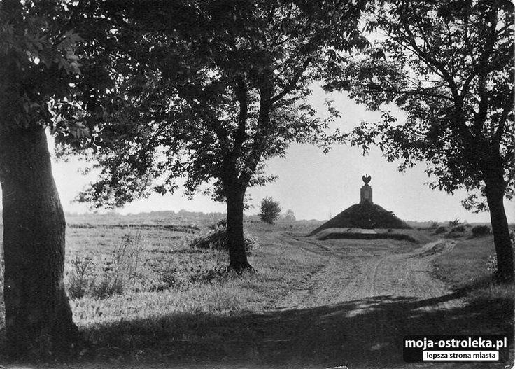 Ostrołęka powojenna (fot. archiwum prywatne)/ Pomnik szarży gen. Bema, 1962r.