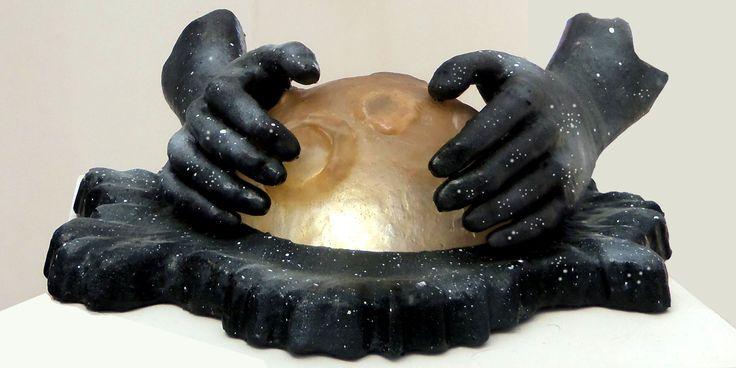 Plantador de Luas - Artista Hugo Krüger -  Escultura em Fibra de vidro e resina poliéster