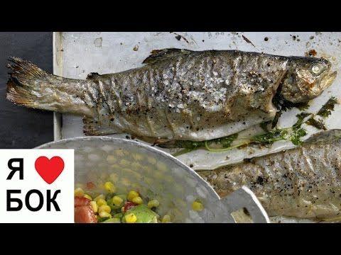 Сочная рыба в духовке. Салат с авокадо и кукурузой.