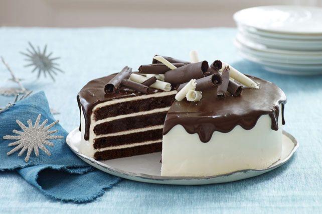 Le gâteau au chocolat se met en tenue de gala! Lorsque l'occasion exige un dessert extraordinaire, ce gâteau glacé au chocolat et au fromage à la crème est le choix tout désigné!