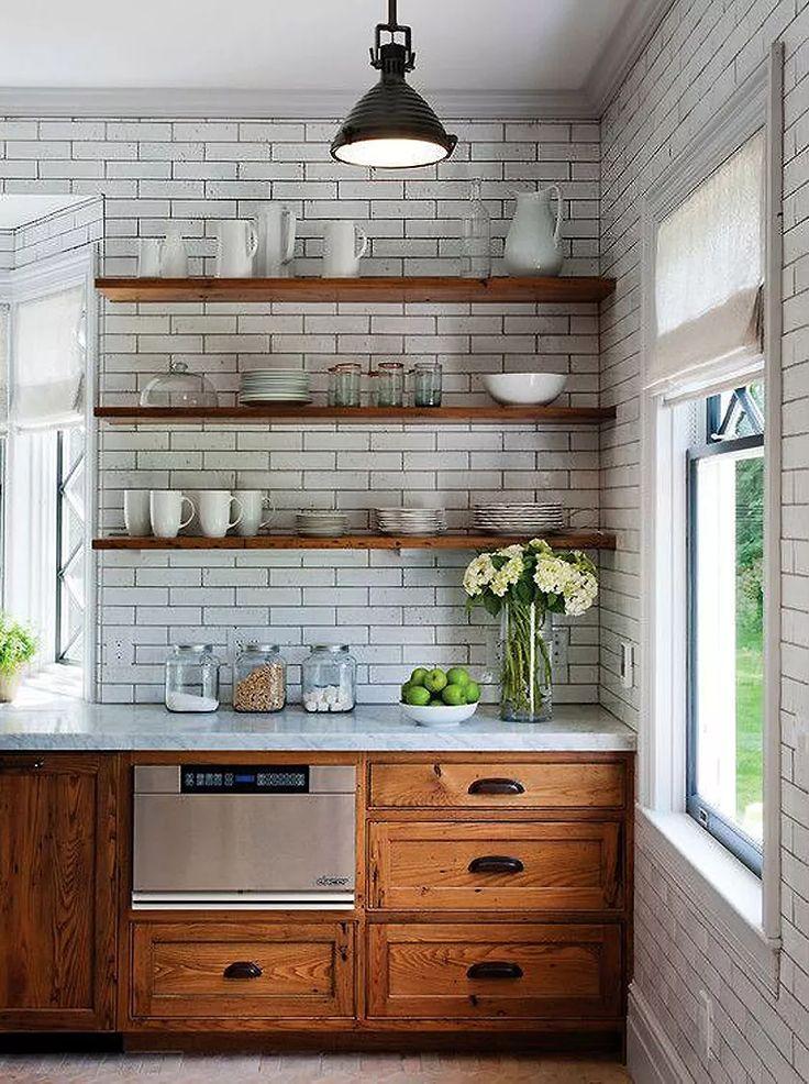 cozinha-pequena-com-prateleiras-de-madeira