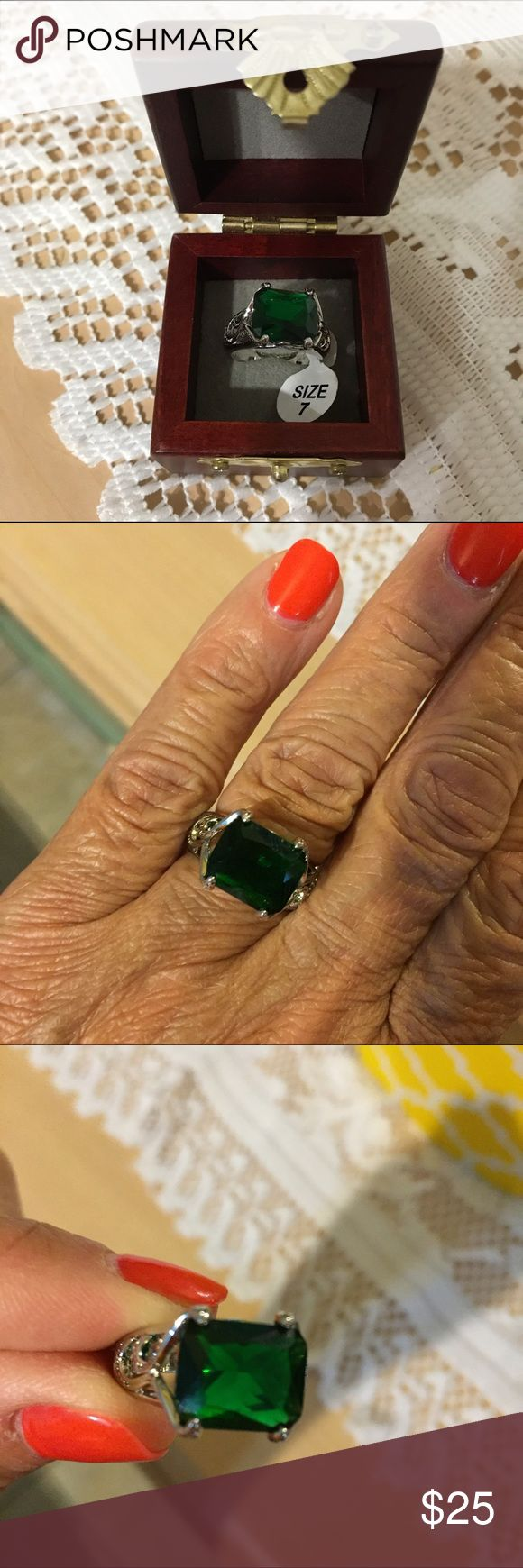 🆕 Antique Green Emerald Ring Gorgeous antique emerald green square ring with inlay settings woman ring jewelry gift for her, new in box. Jewelry Rings