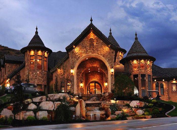 Okay, heeeeere we go… #1 favorite Dream House Exterior of all time, full stop!!