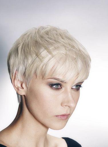 Snowqueens opgelet! Deze 10 korte modellen in ijzig koude wit en grijs tinten zijn de perfecte look voor jullie! - Pagina 3 van 11 - Kapsels voor haar