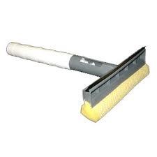 box doccia  Spruzzando una soluzione per la pulizia dei vetri    100ml aceto bianco o di mele  100ml alcol rosa  circa 1 cucchiaio di detersivo per piatti a mano ecologico o detersivo per pavimento ecologico