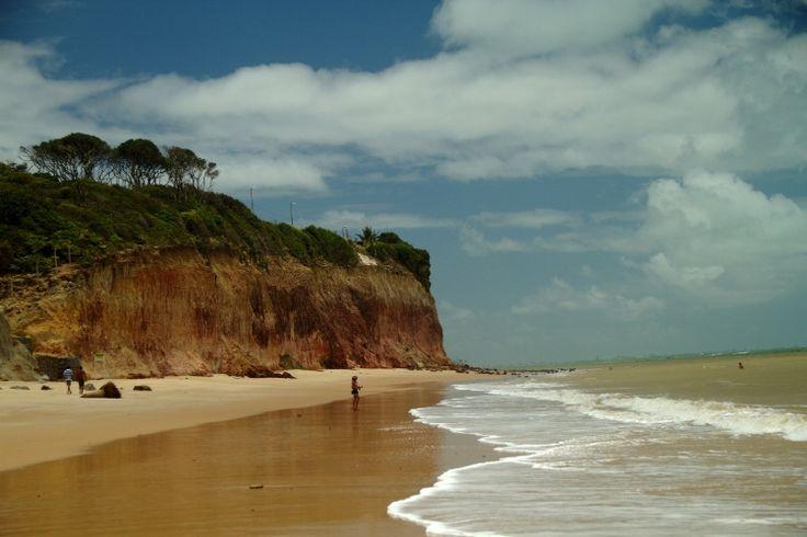Fim de tarde em Tambaba, praia do litoral sul da Paraíba que ficou conhecida como a primeira praia de naturismo do Nordeste, no município de Conde