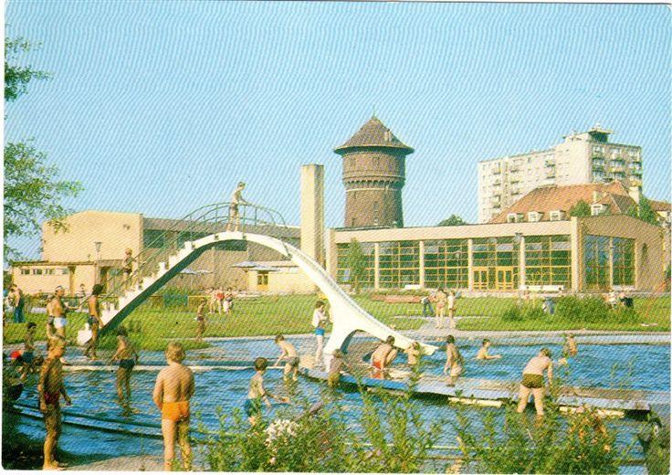 Na pamiątkowej pocztówce z 1978 r., ze zdjęciem autorstwa Zenona Żyburtowicza uwieczniony został basen Gnieźnieńskiego Ośrodka Sportu i Rekreacji, położony między ulicami: Żwirki i Wigury i Bł. Jolenty. Basen, powstały w l. 60. XX w., do końca lat 90. był miejscem wypoczynku gnieźnian w upalne dni. Obecnie, GOSiR posiada nowoczesną pływalnię, a w miejscu odkrytego basenu - korty tenisowe.