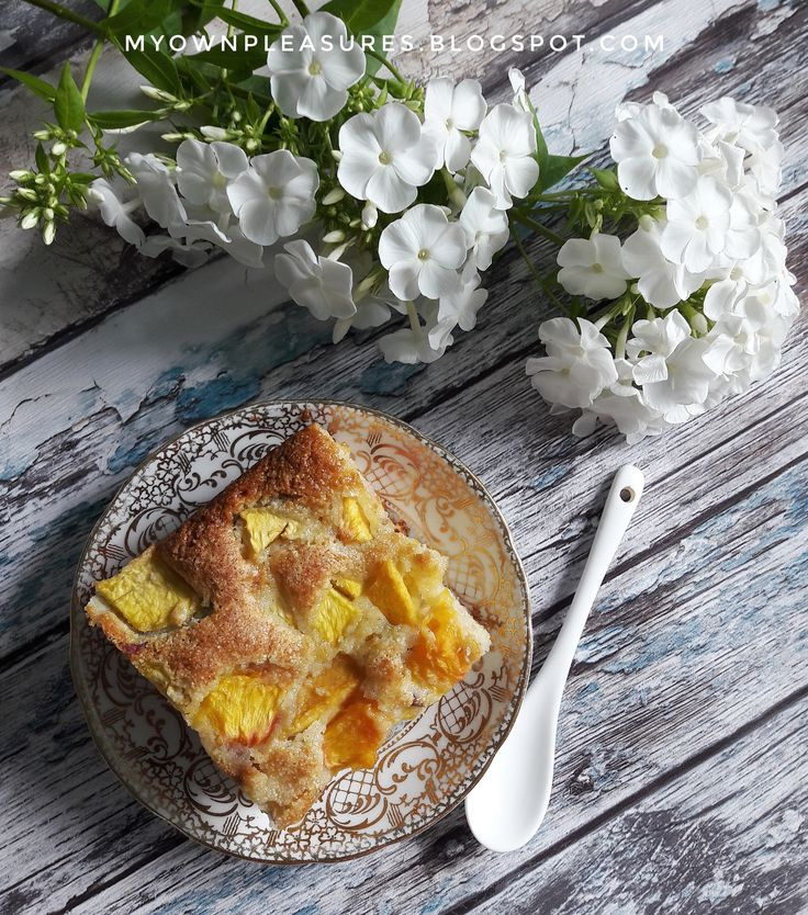 Ciasto z kaszą manną i brzoskwiniami, przepis