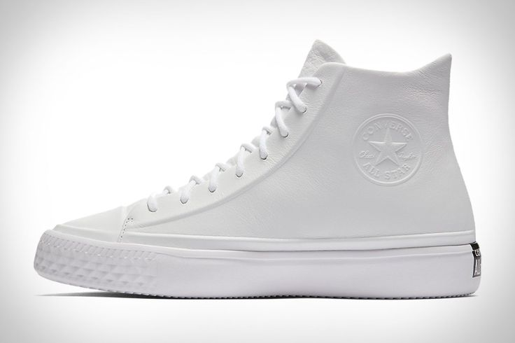 Chuck Taylors are acceptable footwear for a variety of occasions. The Converse Chuck Taylor All Star Modern Lux only expands their versatility. A monochromatic treatment gives the classic silhouette an added touch of restraint, with a supple leather upper, embossed...