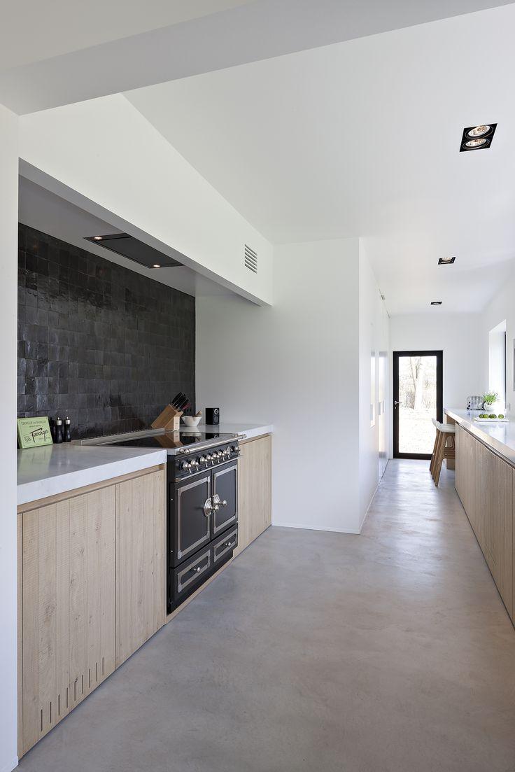 25 beste idee n over grijze vloer op pinterest grijze houten vloeren grijze hardhouten - Heel mooi ingerichte keuken ...