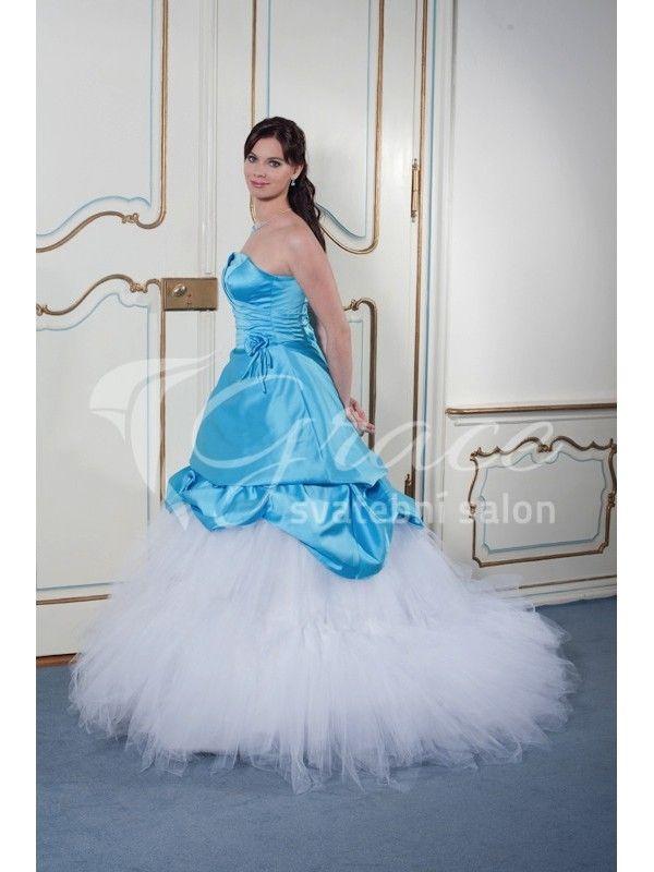 Krásné modro bílé svatební šaty s tylovou sukní.  http://salon-grace.cz/svatebni-saty/90-luxusni-modrobile-svatebni-saty-s-bohatou-tylovou-sukni.html
