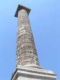 Roma Colonna di Marco Aurelio, costruita fra il 176 e il 192 per celebrare la vittoria dell'imperatore sulle popolazioni germaniche.  E' ornata di bassorilievi in marmo realizzati nello stile plebeo e rappresenta le campagne militari dal 168 al 172.