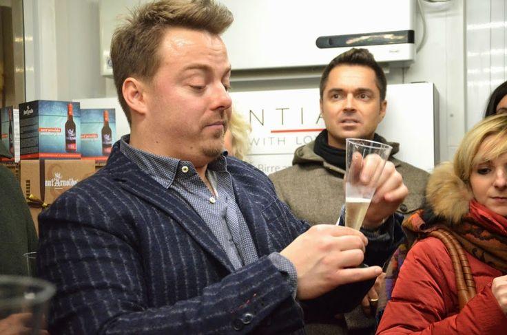 Il nostro wine selector e testimonial Luca Gardini durante la degustazione dei vini Biondelli.
