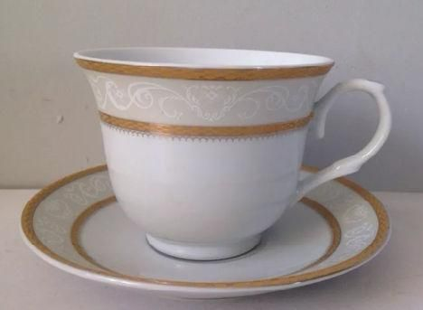 This case of Gold Border bulk tea cups and saucers contains 6 sets of gift boxed tea cups with 6...