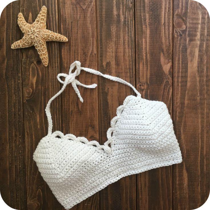 FREE pattern on her blog!  https://amandaluisablog.wordpress.com/2016/10/29/crochet-top-leonis-bralette/