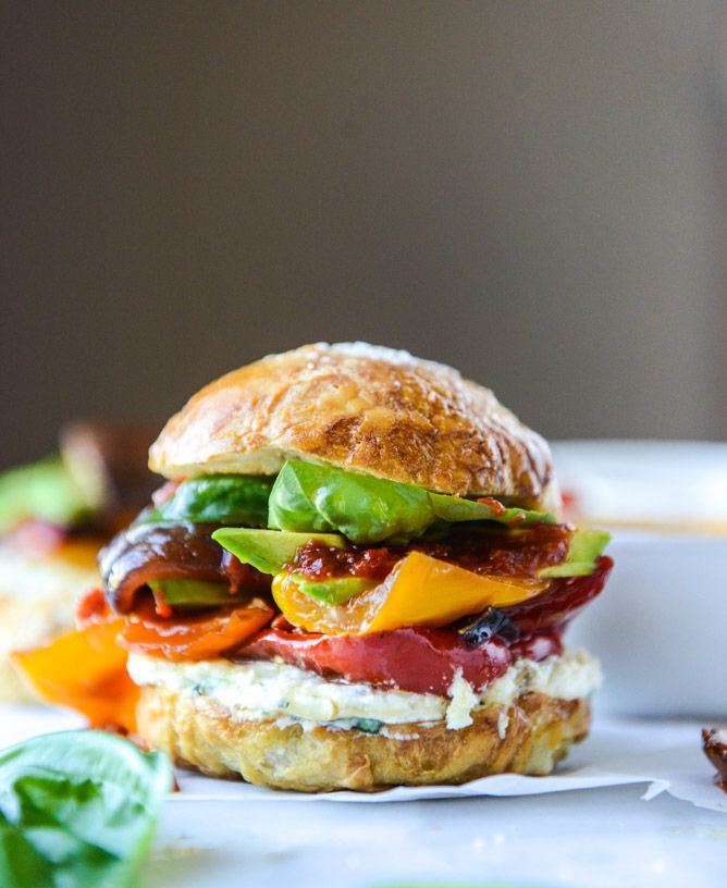 grilled veggie sliders with goat cheese spread and roasted red pepper vinaigrette