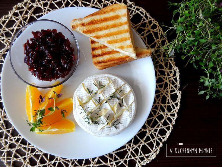 Camembert z czosnkiem i tymiankiem