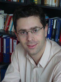 Nicolas Bouzou est économiste, directeur-fondateur d'Asterès. Il est chargé de cours au sein du MBA de droit des affaires et de management à Paris Il-Assas. Il intervient régulièrement dans les médias et anime de nombreuses conférences en France et à l'étranger.