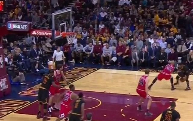WATCH: Kyrie Irving crosses up Taj Gibson, scores on layup...: WATCH: Kyrie Irving crosses up… #GoldenStateWarriors #NBAscores #NbaScores