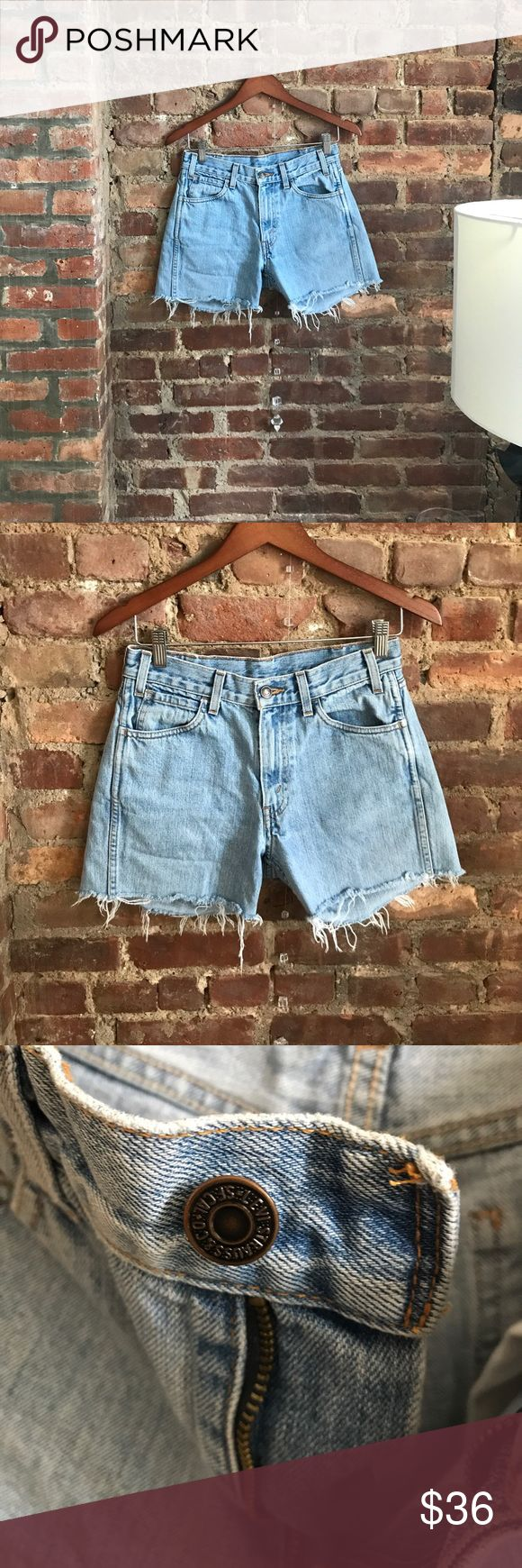 """Vintage Levi's 506 orange tab cutoff denim shorts Waist 28"""" / Inseam 3.5"""" / Outseam 13"""". Slightly loose relaxed fit on me (My natural waist measures 26""""). Great pre owned condition. Made in USA Levi's Shorts Jean Shorts"""