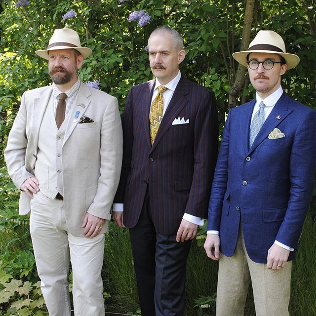 Today we are celebrating the 40th birthday of my dear friend and publishing colleague, @guycrouchback (left in the photo, Dr. Per Norström in the middle, and me on the right). #friends #malortforlag #publishers #dapper #classicstyle #menswear #täby #panamahat #linenjacket #vintagestyle #vintagemenswear #grumpyoldmen