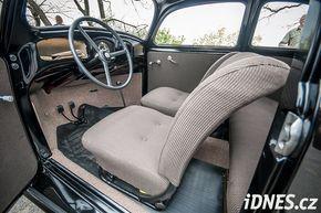 """""""KdF-Wagen"""" byl nazvaný podle nacistické organizace Kraft durch Freude (""""síla díky radosti""""), obstarávající Němcům """"vhodnou"""" zábavu ve volném čase."""