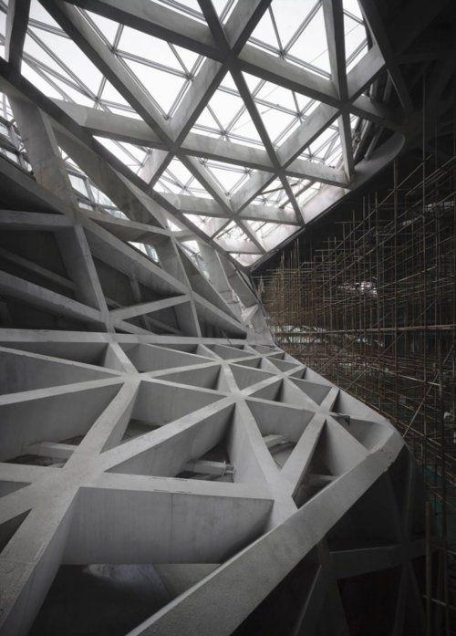 ZAHA HADID ARCHITECTS, GUANGZHOU OPERA HOUSE: construction photo.