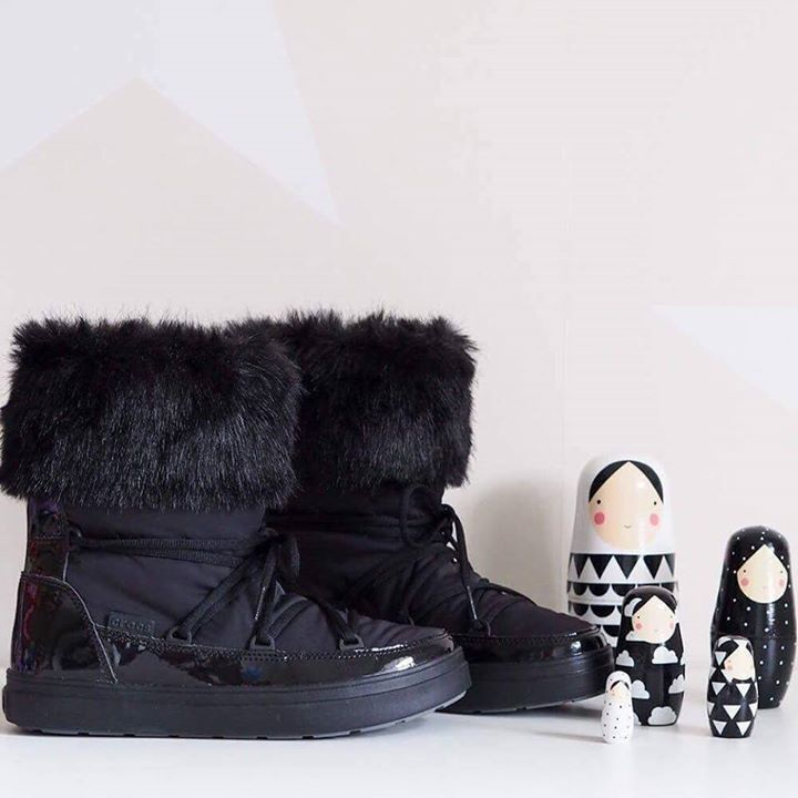 Stay cozy and warm in these cute Crocs booties from the LodgePoint Collection.   Available in two colours.   http://bit.ly/LodgePoint