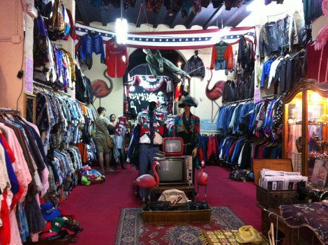 FLAMINGOS VINTAGE KILO: Venta de ropa vintage al peso en Barcelona | DolceCity.com